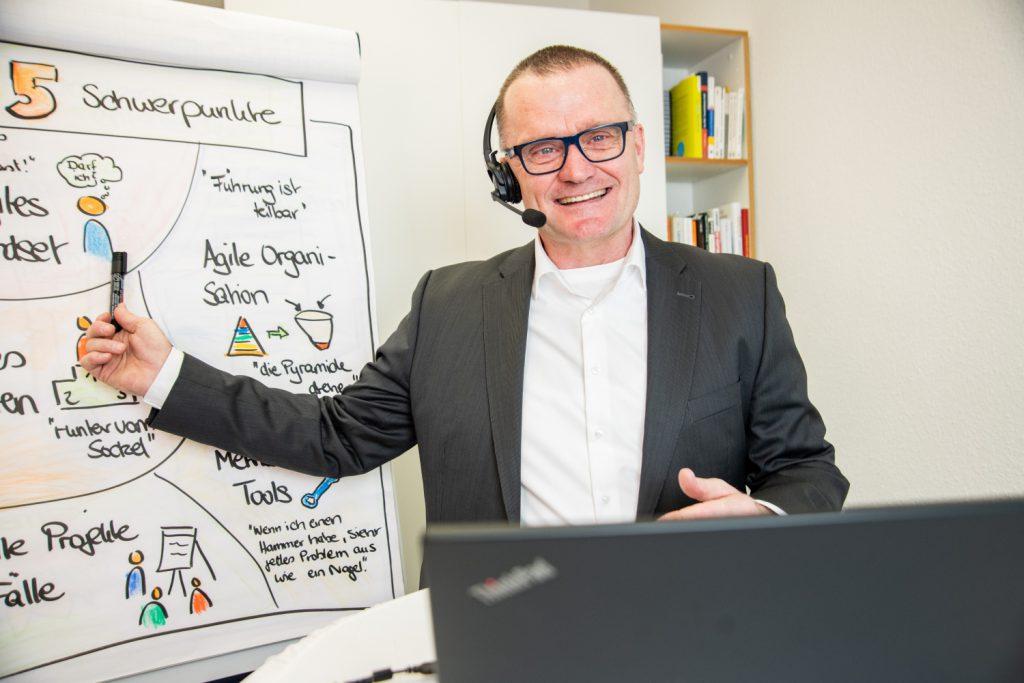 Die fünf Erfolgsfaktoren für virtuelle Fürhung und digital leadership - virtuell führen